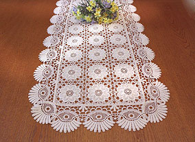 Coquilles table runner