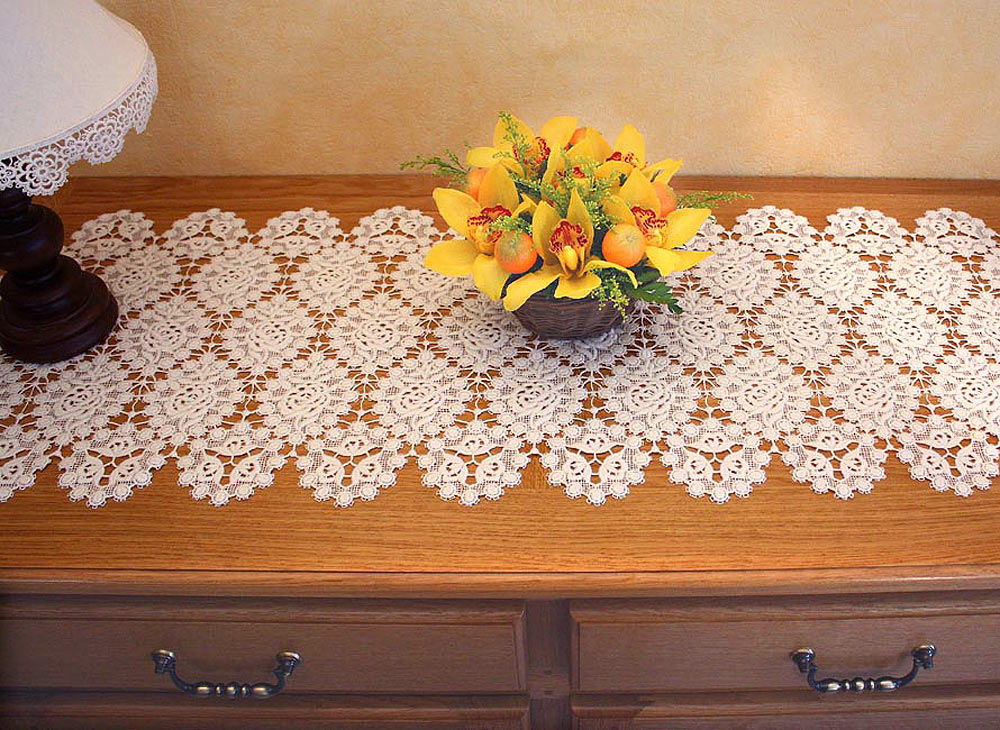 macrame table runner petites roses. Black Bedroom Furniture Sets. Home Design Ideas