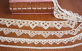 Tradition lace trimming