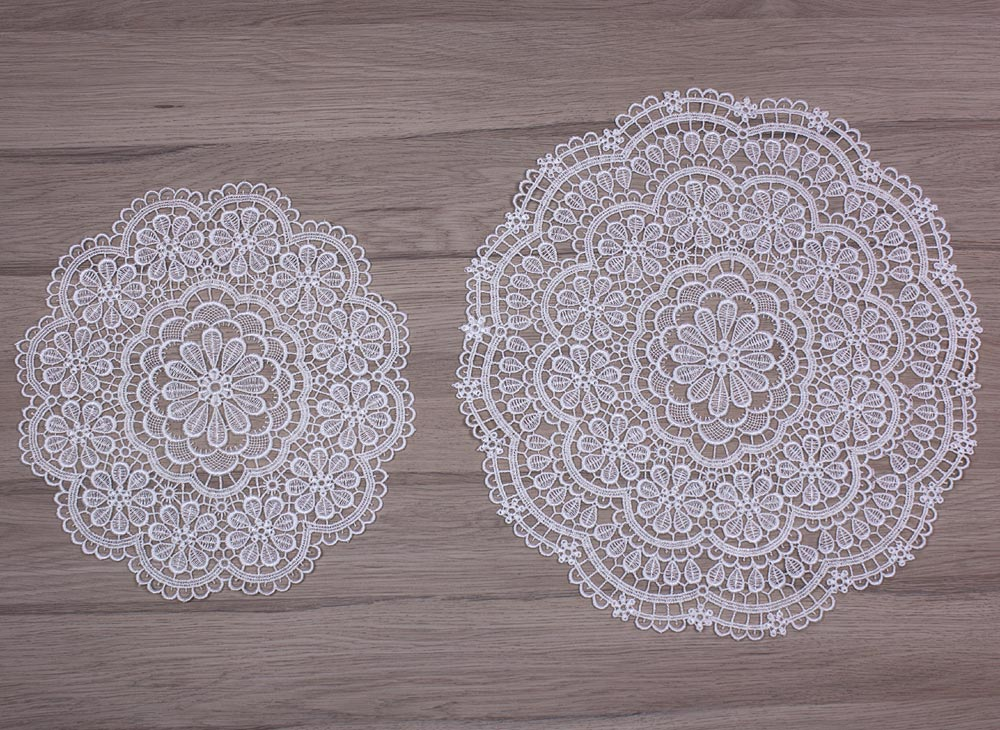 "Round Lace doily ""Cathy"" in natural"