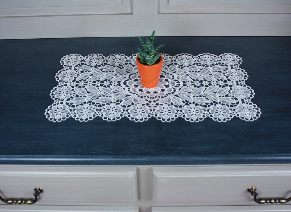 "Lace doily ""Cathy"" 12 X 21 inc in natural"