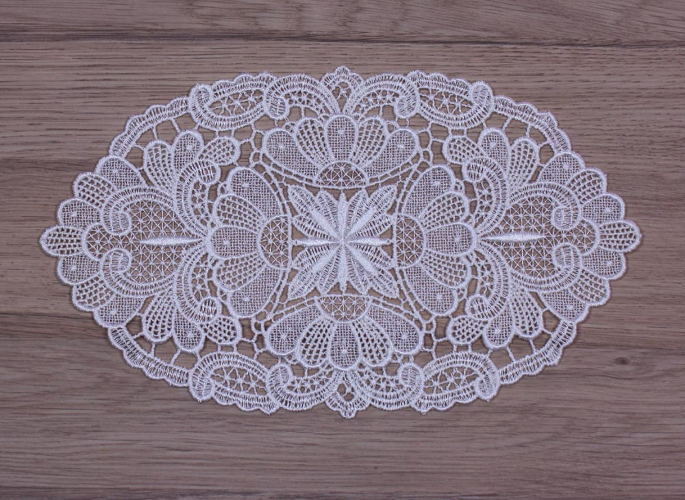 "Round Lace doily ""Julie"" in natural"