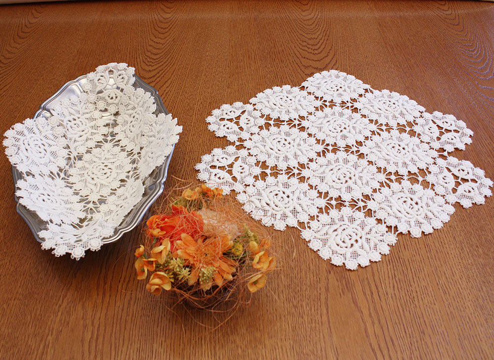 Small roses Doilies
