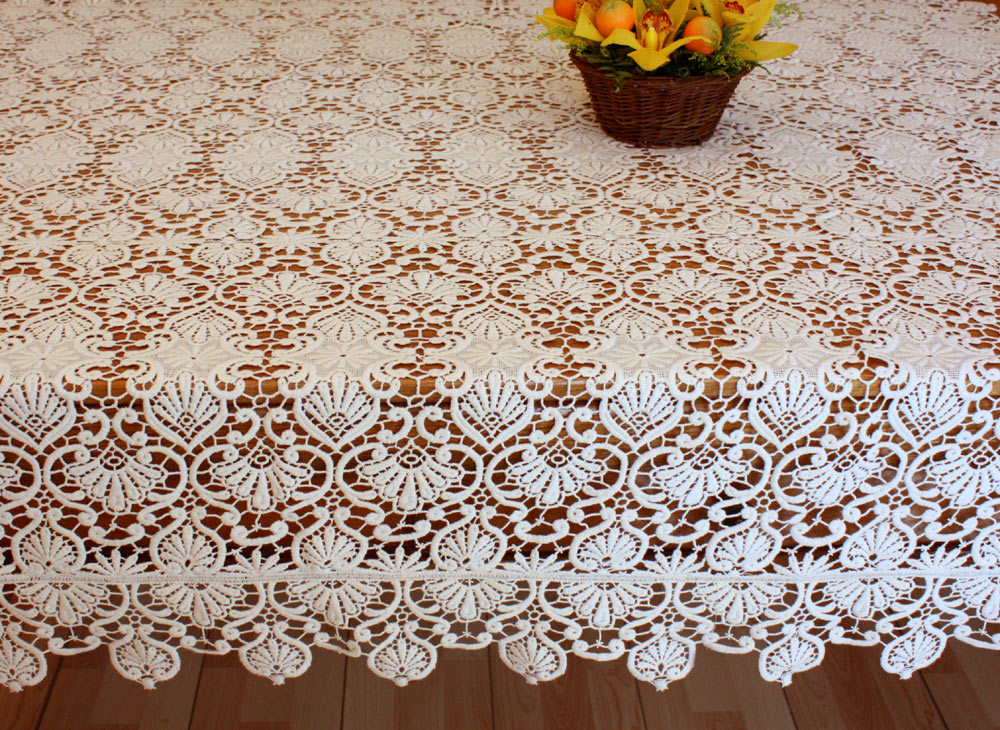 "Lace Tablecloth ""Classic"" in ecru"