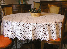 Round Tradition tablecloth