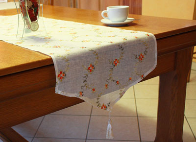 Pur linen lace embroidered table runner