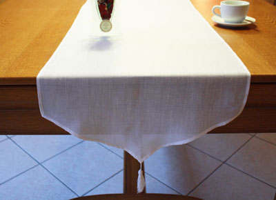 Table runner lin