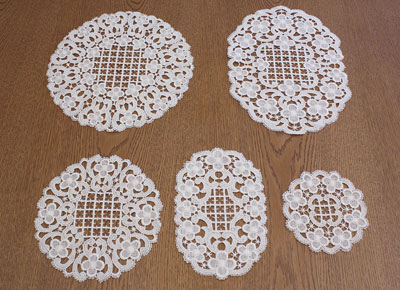Oval and round doilies